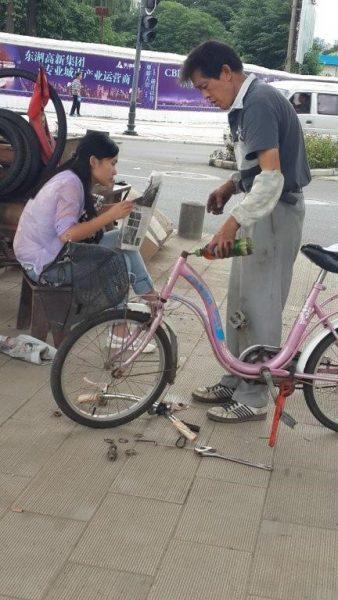 מתקן האופניים על אי התנועה